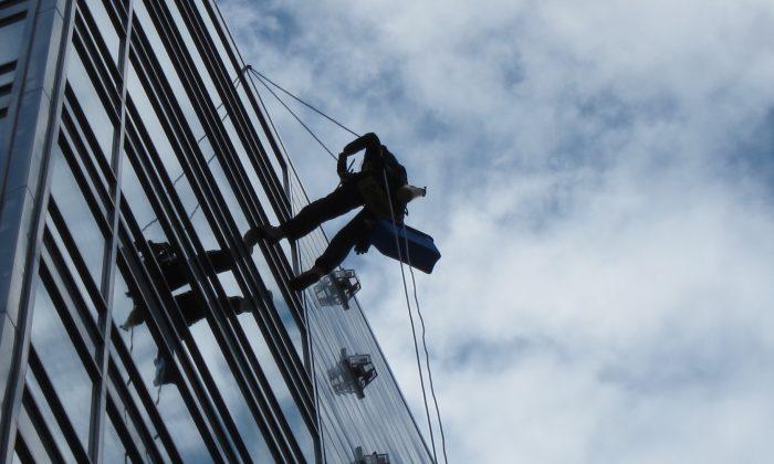 Breganor rope access specialist descending down the 14 floors building facade.